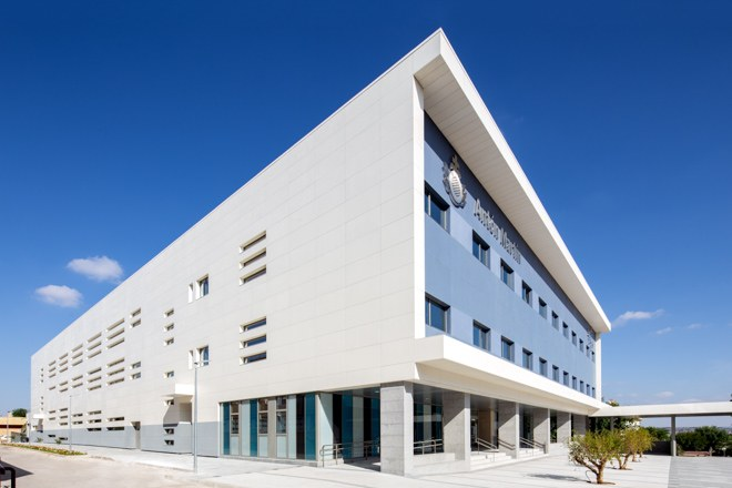 A clean, simple and durable facade for the San Juan de Dios Centre in Ciempozuelos, Madrid