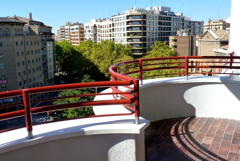 Coping with special curvature for a residential restoration in Zaragoza (Spain)
