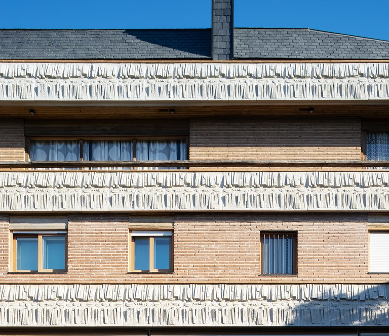 Customized, creative, polymer concrete terrace face in la Moraleja (Madrid)