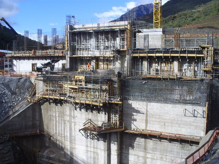 Large hydro-electric infrastructures with minimal environmental impact in Chile
