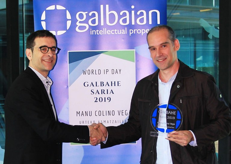 Manu Colino Vega from ULMA Construction receives the GALBAHE Inventor of the Year award