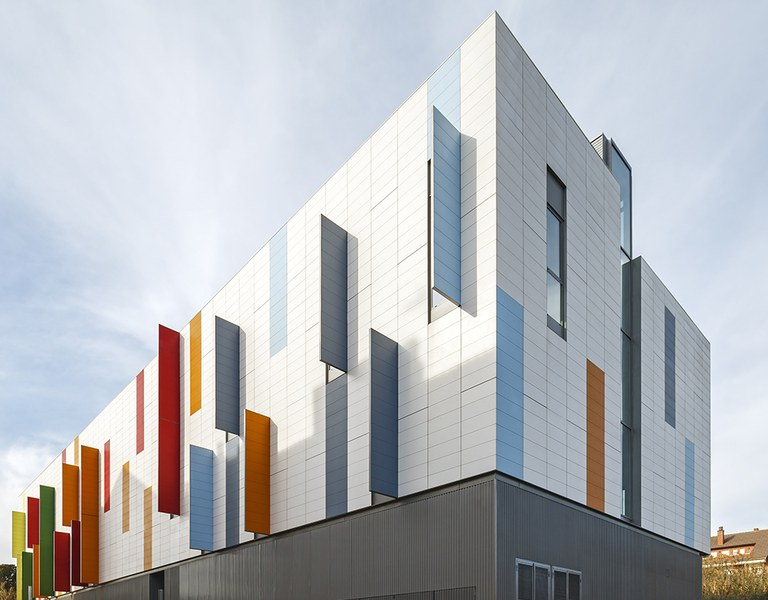 MOLLET POLICE STATION COLOURED AND MADE ENERGETICALLY EFFICIENT WITH ULMA VENTILATED FAÇADE