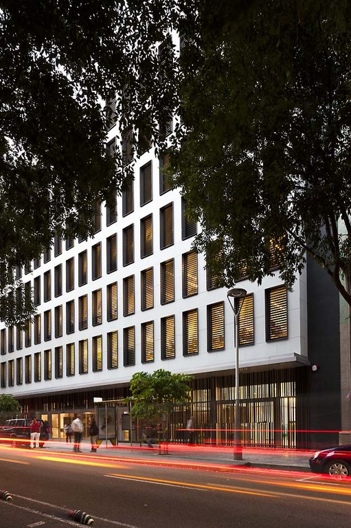 REFURBISHMENT WITH ULMA VENTILATED FAÇADE IN BARCELONA