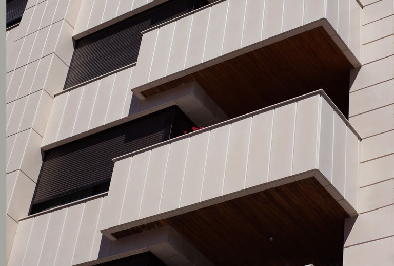RENOVATION OF HOUSING UNITS IN ALCOY WITH ULMA TAILOR-MADE PREMANUFACTURED PIECES