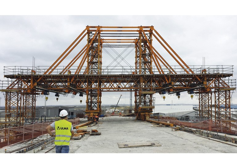 The Bay of Cadiz Bridge, a large-scale and technically demanding project