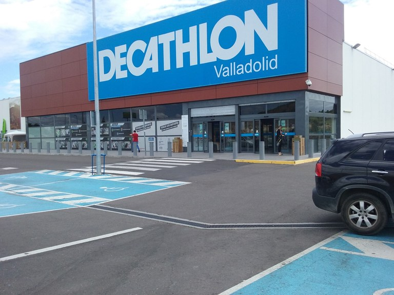 ULMA drainage channels at Decathlon's 100th store