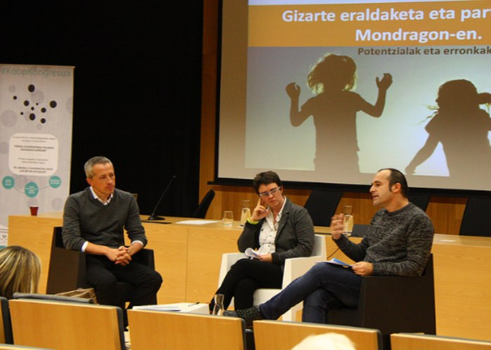 ULMA Group President, Raúl García, participates in the first round table at the Basque Inter-University Cooperative Congress