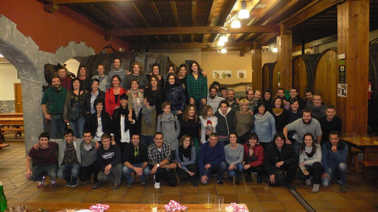 ULMA Group worker-members visit the Aburuza cider house for dinner to the sound of verse-singing