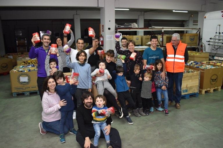 ULMA Handling Systems team with the food bank