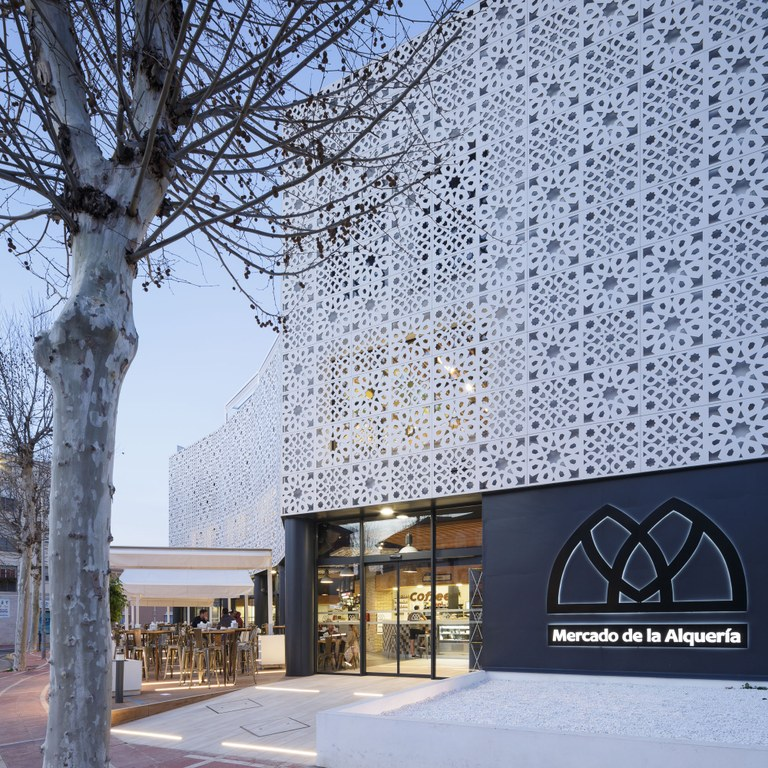 ULMA Ventilated Facade at the new Alquería Gourmet Market (Spain)