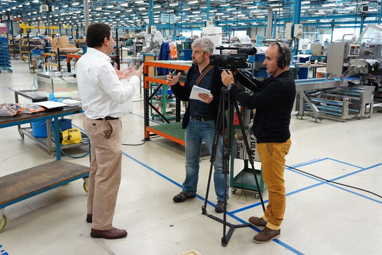 ULMA Packaging receives a visit from the EITB programme Teknopolis